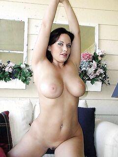 Скучающие домохозяйки отдыхают дома голышом - секс порно фото