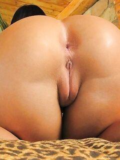 Сочные ягодицы зрелых мамочек крупным планом - секс порно фото