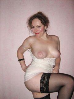 Сексуальные дамочки фотографируются голышом при удобном случае - секс порно фото