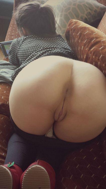 Сексуальные малышки расхаживают по дому голышом - секс порно фото