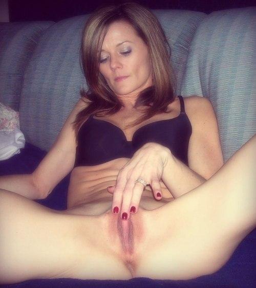Дамочки по вечерам предпочитают быть голышом дома - секс порно фото