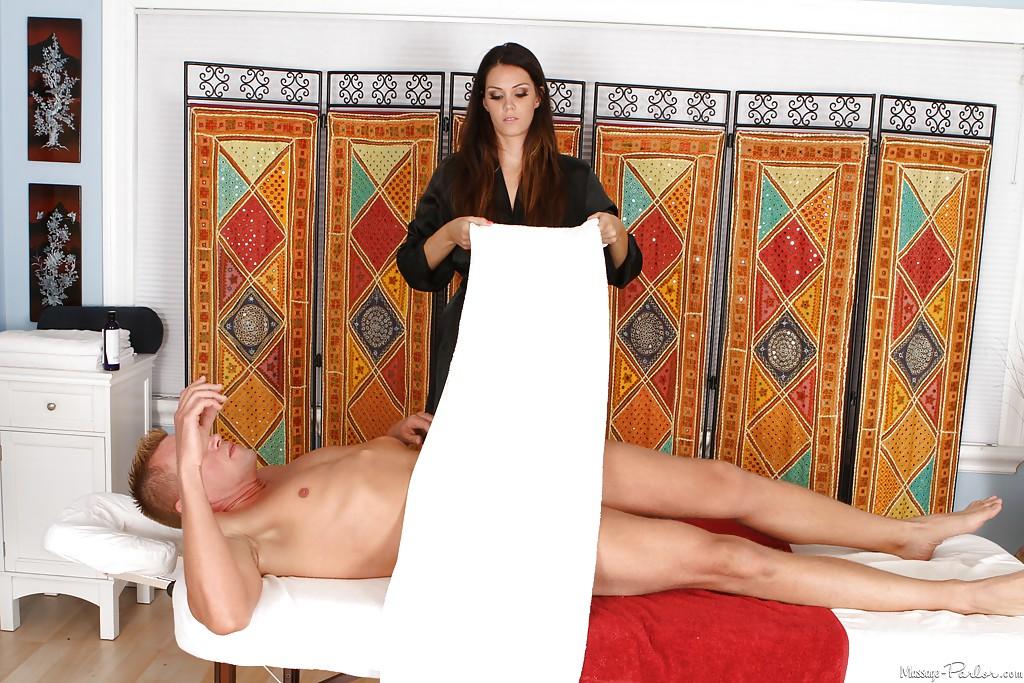 Парень отлизал горячей массажистке в позе 69 - секс порно фото