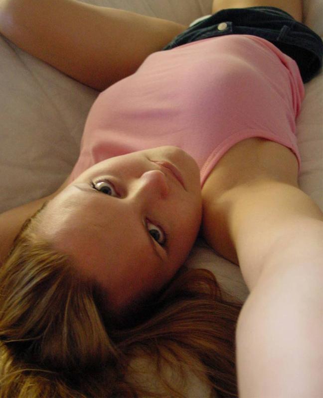 Студентка делает голые селфи дома и в ванной - секс порно фото