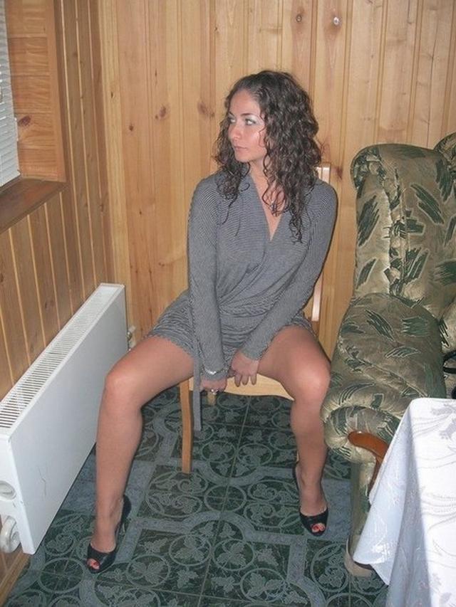 Горячие красотки мастурбируют дома перед фотоаппаратом - секс порно фото