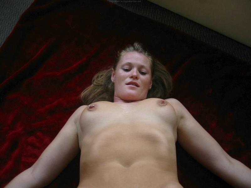 Супруга отсасывает большой член мужа - секс порно фото