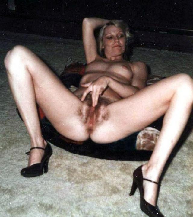 Домашняя ретро эротика с волосатыми кисками - секс порно фото