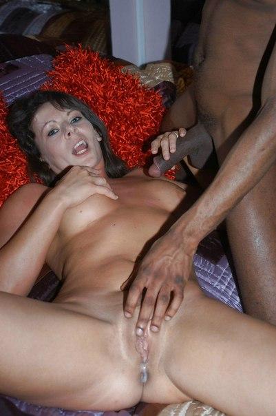 Дамочки удовлетворяют негров с большими членами - секс порно фото