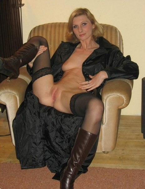 Дамочки хвастаются своими кисками и пышными формами - секс порно фото