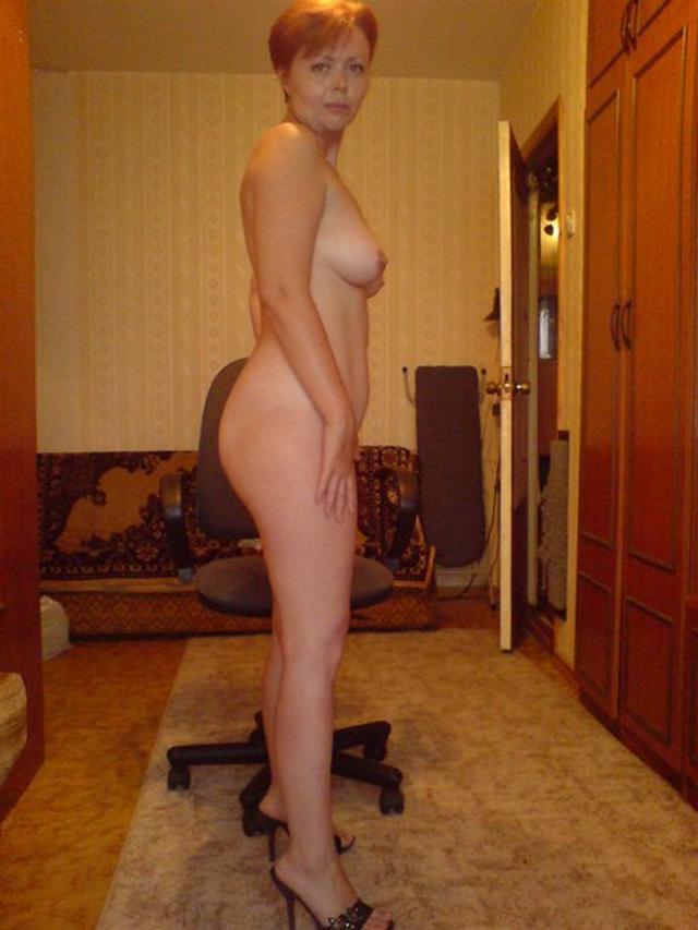 Любительницы без стеснения показывают голые попки - секс порно фото