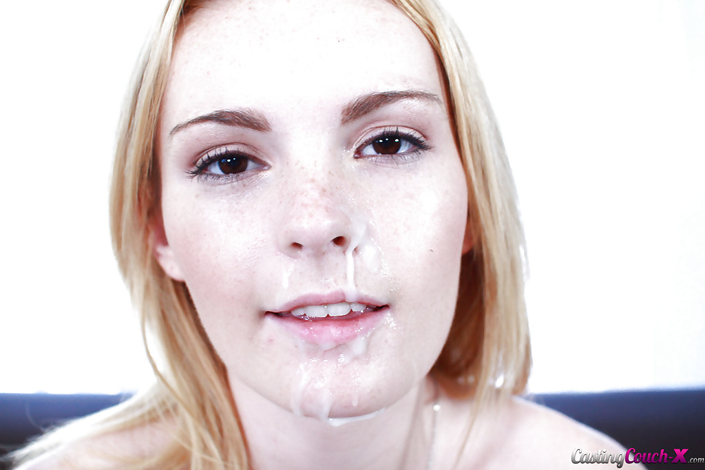 Мужик поимел худую студентку на диване - секс порно фото