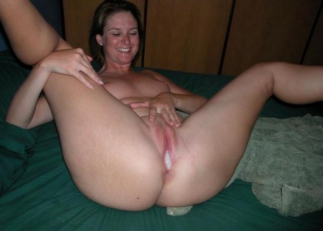 Сперма вытекает из влагалищ жен с большими жопами - секс порно фото
