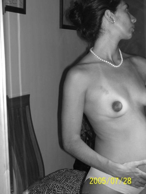 Частные снимки беременной латинки в трусиках дома - секс порно фото